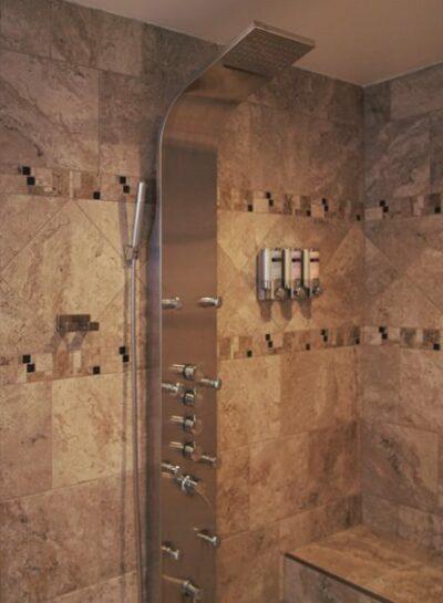 Hurricane Ridge Bathroom with shower and tub