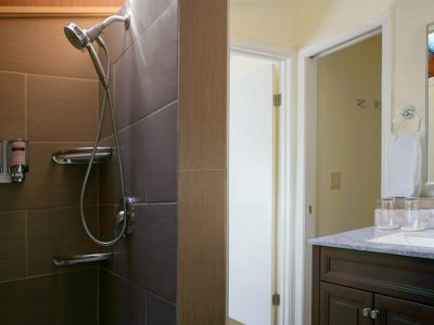 Sol Duc Falls Cottage bathroom with shower